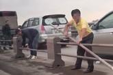 Tháo cả dải phân cách trên cầu