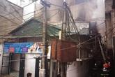 Hà Nội: Lửa bao trùm ngôi nhà 2 tầng trong khu dân cư