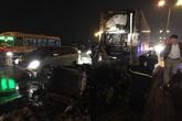 Hà Nội: Cầu Thanh Trì tắc nghẽn vì container chở hoa quả bốc cháy