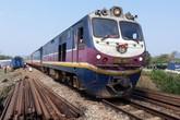 Đường sắt Bắc - Nam lưu thông trở lại sau vụ lật tàu ở Huế