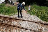 Qua đường sắt một mình, bé trai 3 tuổi bị tàu hỏa đâm tử vong