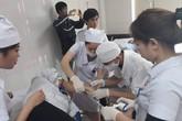 Sau bữa ăn trưa, 50 công nhân may nhập viện nghi ngộ độc thực phẩm