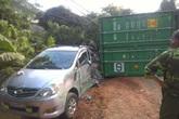 """Hà Giang: Xe container """"đè"""" 2 ô tô con, 4 người may mắn thoát chết"""