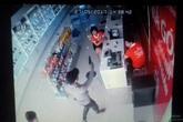 Clip: Nghi án 2 đối tượng dùng súng, dao cướp cửa hàng điện thoại