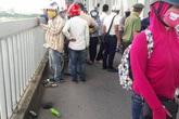 Nam thanh niên uống thuốc tự tử rồi nhảy xuống sông