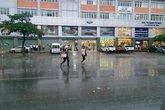 Hà Nội: Mưa như trút nước sau nhiều ngày nắng nóng kỷ lục