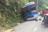 Vĩnh Phúc: Xe chở học sinh lao vào vách núi, 6 người thương vong