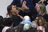 Nữ nghị sĩ Thổ Nhĩ Kỳ cào cấu nhau giữa quốc hội