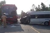 2 xe khách đấu đầu, 4 người thương vong