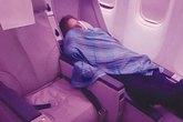 Đang bay, phi công đi ngủ, bỏ mặc 305 hành khách