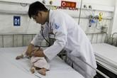 Bé 8 tháng tuổi suýt chết vì xử trí sai cách của mẹ