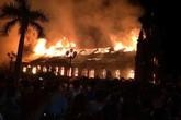 Nhà thờ gỗ lim hơn 130 tuổi cháy rừng rực trong đêm