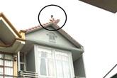 Thanh niên Quảng Ninh nghi ngáo đá nhảy từ nóc nhà xuống đất tử vong