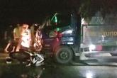 Hải Dương: Đâm vào xe tải chở cá, một y tá quân y bị thương nặng