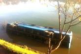 Đà Lạt (Lâm Đồng): Xe khách mất lái lao xuống hồ Xuân Hương