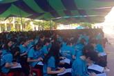 Học sinh trường THPT Trần Nguyên Hãn được chuyên gia dạy cách trang điểm, thắt caratvat và đánh giày