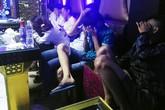 7 cô gái sử dụng ma túy, bật nhạc lớn quay cuồng trong phòng karaoke
