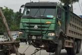 Hưng Yên: Xe tải mất lái kéo lê người đàn ông đi xe máy tử vong