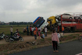 Hà Nội: Xe container tông xe khách