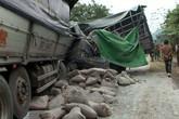 Hai xe tải đối đầu, tài xế cùng phụ xe tử vong