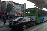 Hà Nội: Xe biển xanh lấn làn, đâm thẳng vào đuôi buýt nhanh BRT