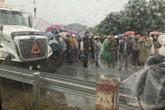 3 ô tô đâm liên hoàn trên cao tốc Nội Bài - Lào Cai, hai cha con thương vong