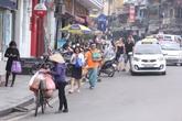 """Hà Nội sau một tháng """"đòi"""" vỉa hè: Người đi bộ vẫn bị đẩy xuống lòng đường"""