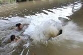 Hải Dương: Theo bà nội đi khám bệnh, bé trai 7 tuổi chết đuối dưới sông