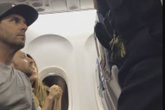 Gia đình Mỹ bị đuổi xuống máy bay vì không nhường lại ghế