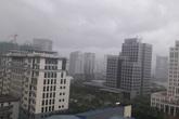 Hà Nội mưa trắng trời, lũ lên nhanh từ miền Bắc và miền Trung