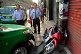 Tài xế lái taxi tông tên cướp ở Sài Gòn: 'Con gái gọi tôi là soái ca'
