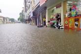 """Hà Nội cứ mưa là ngập: Nghịch cảnh """"càng mới càng ngập nặng"""""""