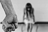 Bị vợ từ chối quan hệ, cha đồi bại hiếp dâm con gái ruột 7 tuổi