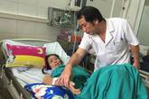 Bệnh viện tận dụng mọi khoảng trống kê giường cho bệnh nhân sốt xuất huyết