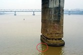 Quả bom gần trụ cầu Long Biên sẽ được xử lý như thế nào?