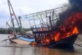 Nghệ An: Tàu đánh cá của ngư dân bất ngờ cháy rụi