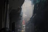 Hà Nội: Lửa bao trùm ngôi nhà 3 tầng trên phố