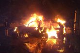 Người dân Quảng Ninh phát hoảng khi xe ô tô bốc cháy trong đêm