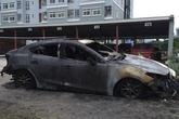 Xe ô tô bất ngờ bốc cháy trong đêm