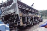 Quảng Ninh: Xe giường nằm cháy trơ khung khi đâm vào dải phân cách