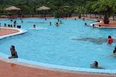 Bé gái lớp 5 tử vong trong bể bơi của nhà trường