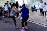 Quảng Ninh: Xôn xao clip nữ sinh hỗn chiến