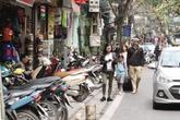 Quận Hoàn Kiếm (Hà Nội) ngày đầu ra quân dọn vỉa hè:  Gửi xe máy mất… 20.000 đồng/lượt