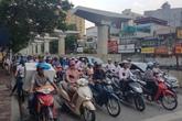 Cấm xe máy, đi lại bằng gì?