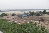 Ngang nhiên đổ hàng trăm tấn phế thải dưới chân cầu Thanh Trì