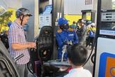 Giá xăng tiếp tục giảm... 124 đồng/lít
