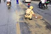 Hình ảnh CSGT Hải Phòng dọn dẹp đường dưới nắng nóng làm lay động người dân