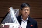 Đại biểu Quốc hội xách cả túi thuốc lá lậu để nói về điểm nóng buôn lậu