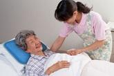 Tránh loét da cho người cao tuổi