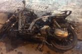 Cãi nhau với bạn gái, nam thanh niên đốt xe máy ngay giữa đường